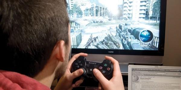 یک نوجوان با حداقل پول توجیبی، میتواند چند بازی رایانهای خارجی تهیه کند